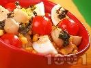 Рецепта Салата с яйца, чери домати, мариновани гъби и царевица